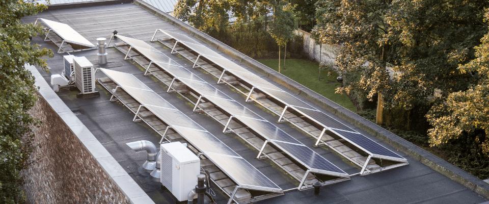 Panneaux solaires pour toiture plate