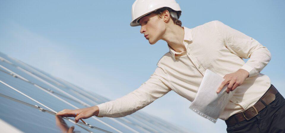Hoe weet je wanneer je je zonnepanelen moet vervangen?